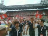 Hamburg Team beim Einlauf ins Rhein Energie Stadion